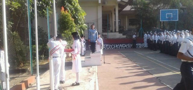 Beragam acara digelar masyarakat untuk memeriahkan hari ulang tahun kemerdekaan Republik Indonesia atau HUT RI ke-73, pada tahun 2018 ini. Di Jawa Tengah, setidaknya ada tiga upacara bendera unik lantaran […]